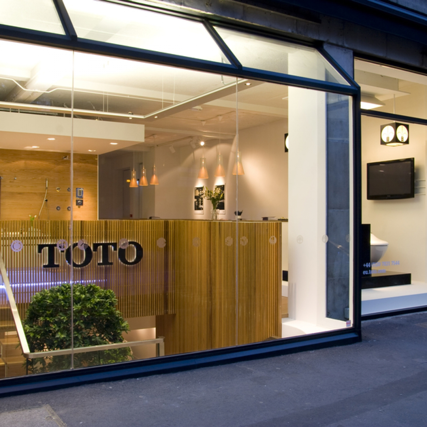 Hyde Park Bathrooms and Kitchens - Toto Showroom